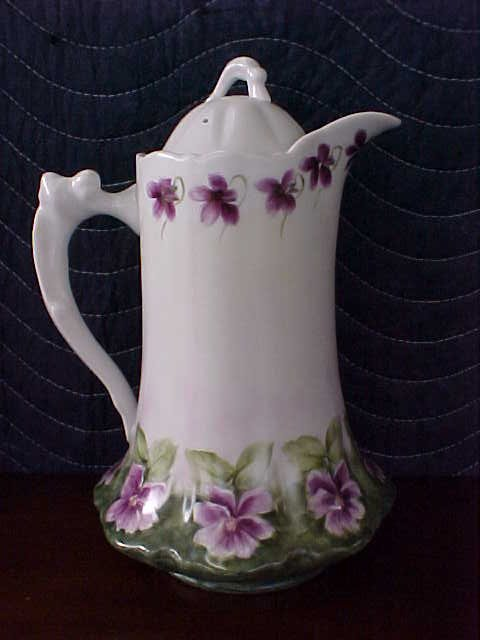 Signed Pearl Carson 1984 handpainted pitcher w/lid