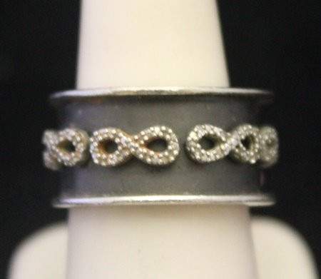 Beautiful Unisex Silver Ring with Infinity Design