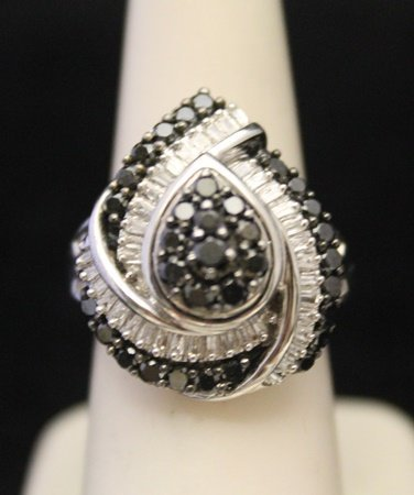 Gorgeous Silver Ring with Black & White Diamonds (3J)