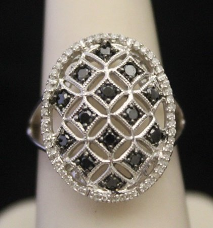 Gorgeous Antique Style Silver Ring with Black & White