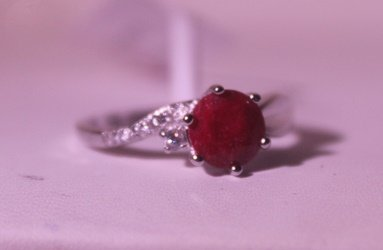 Exquisite Sterling Silver Ring with Round Cut Pigeon
