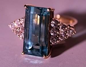 18Kt Yellow Gold Aqua Marine & Diamond Ring