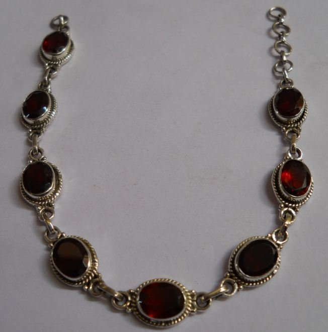 8.800g Bracelet of Garnet Made in 925 Silver