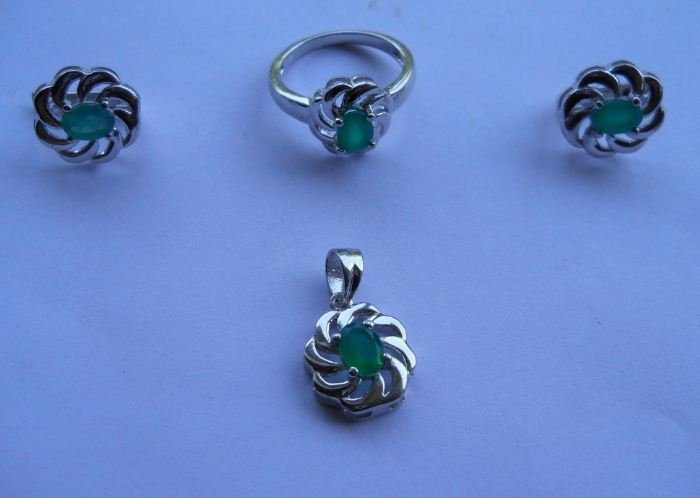 Set of Ring,Earring And Pendant, Stone: Green Onex,