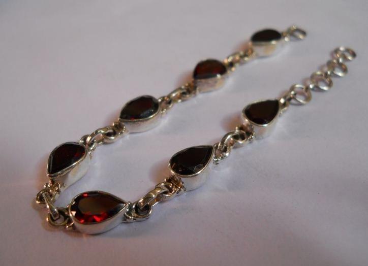 5.880g Bracelet of Garnet Made in 925 Silver