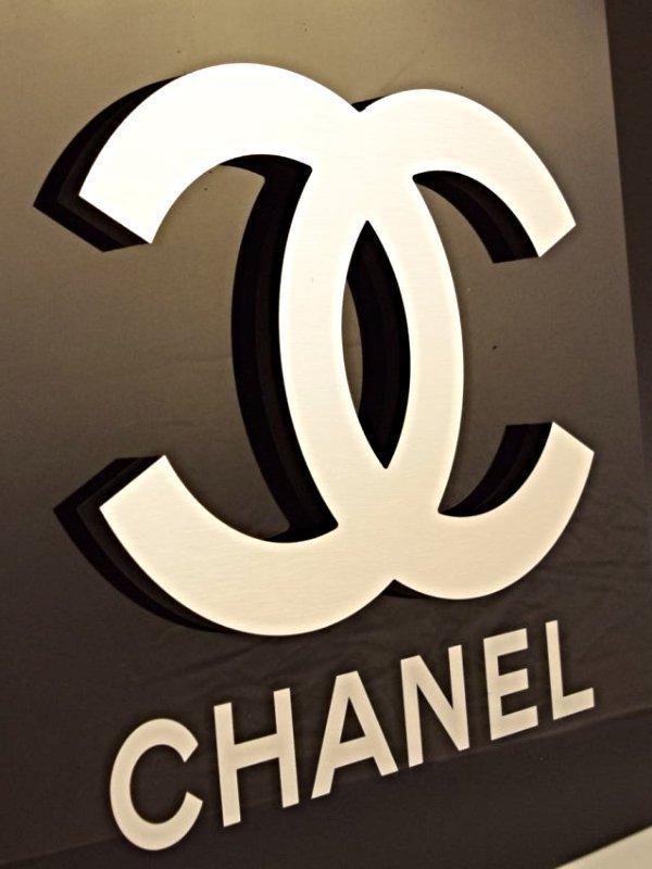 Chanel Logo Sign - 2