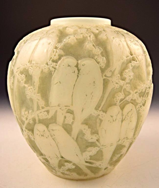 1919 Rene Lalique Perruches Vase