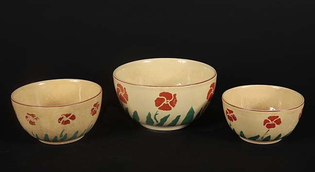 21: Nest of decorated mixing bowls, larger one has a no