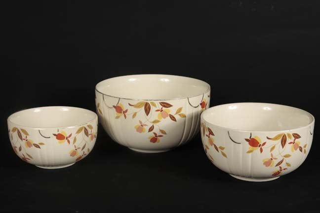23: Jewel T mixing bowls, a 3 piece lot with the medium