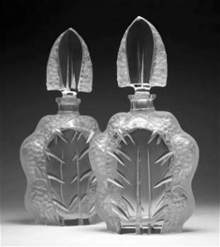 French Art Deco 1930' A pair of decanters with stoppers