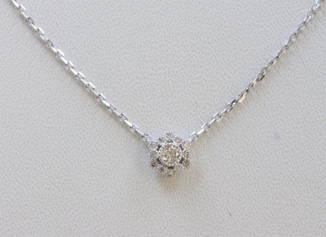14K WHITE GOLD PENDANT WITH CHAIN :2.66g/Diamond:0.19ct