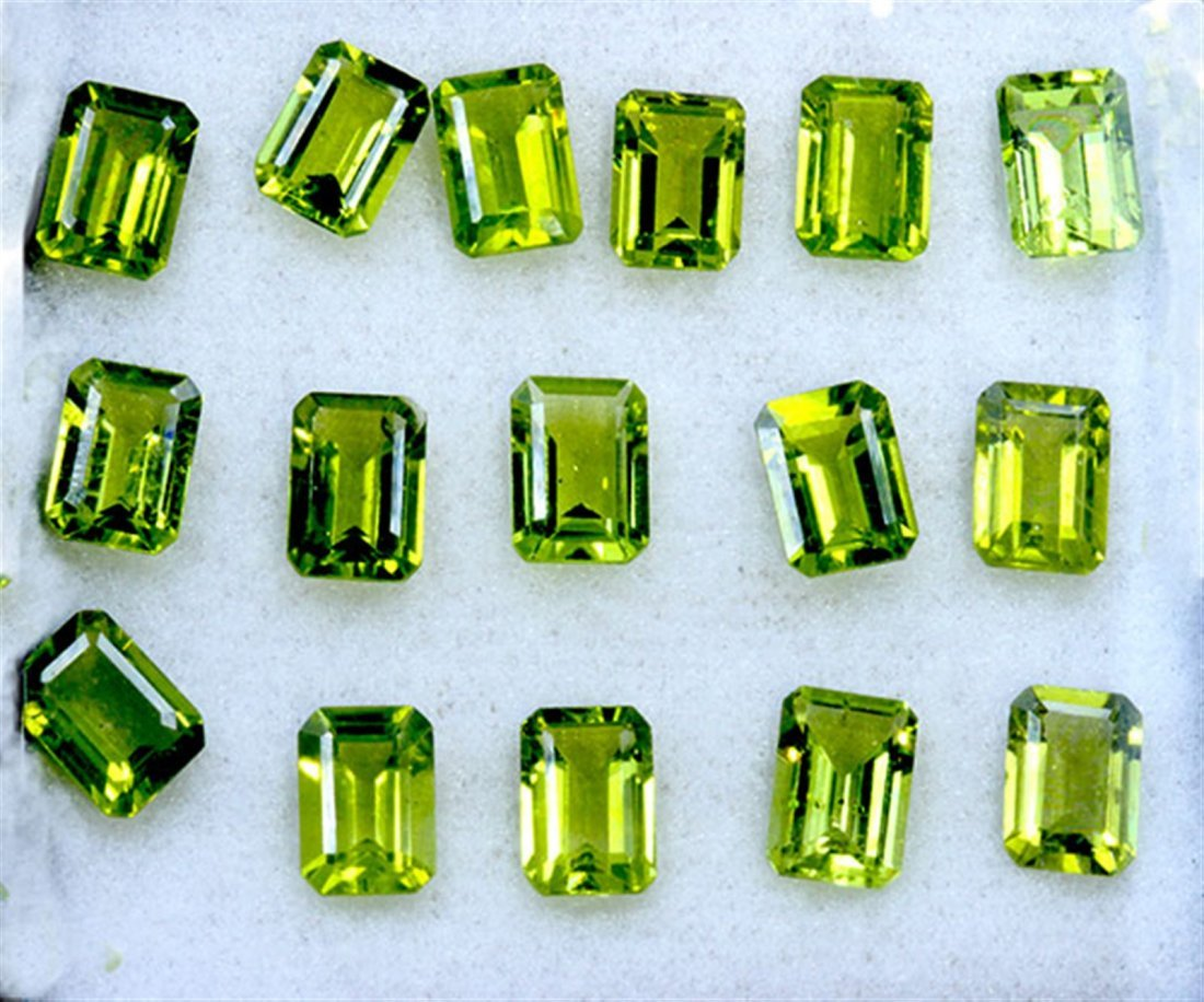 24 ct & up Peridot/Macting Emerald Cut ctw 16Pcs