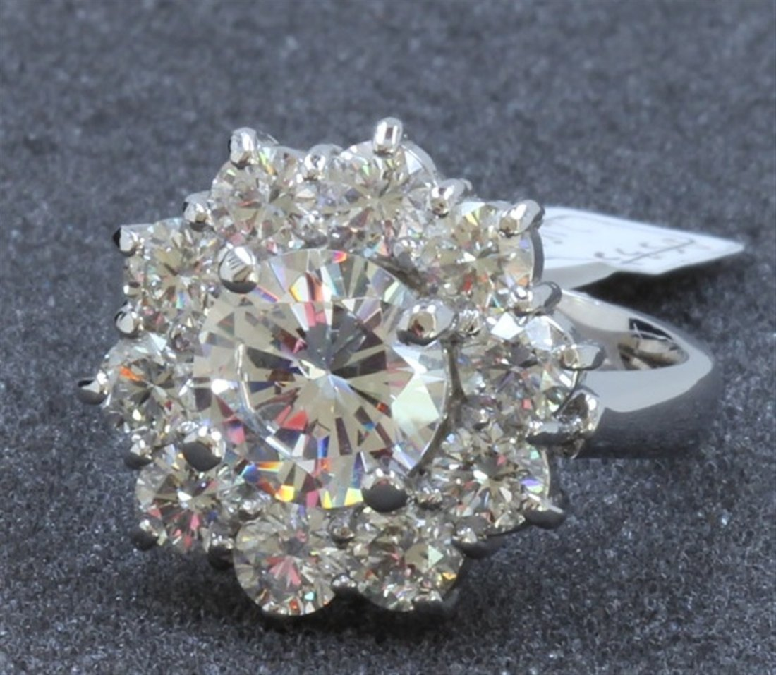 14K WHITE GOLD RING : 8.3g / Diamond: 2.15ct / Center