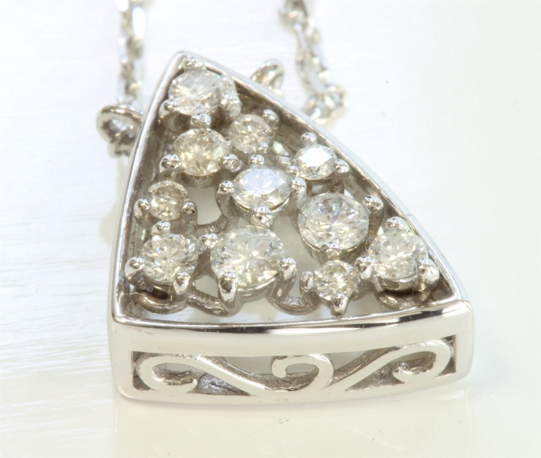14K WHITE GOLD PENDANT WITH CHAIN:2.5g/Diamond:0.2ct
