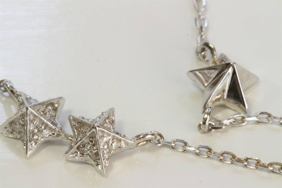 14K WHITE GOLD 3 STAR PENDANT WITH CHAIN