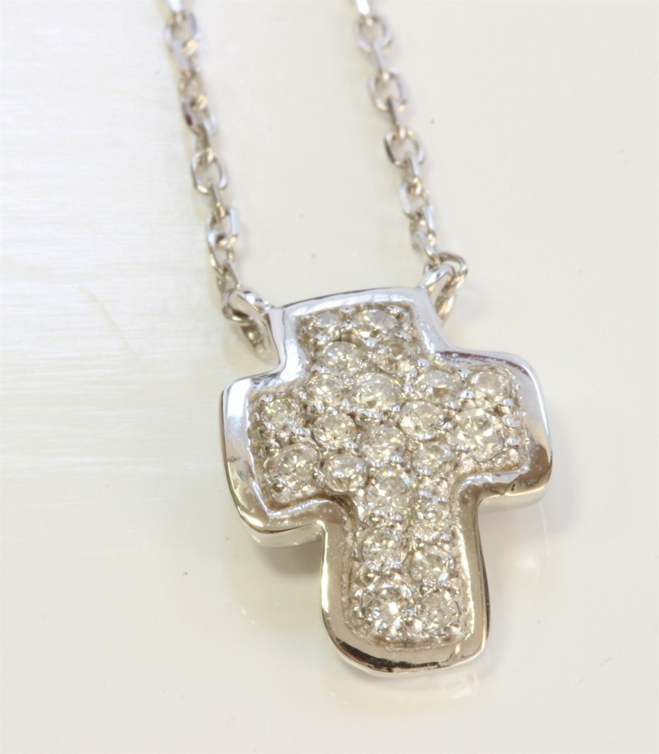 14K WHITE GOLD CROSS PENDANT WITH