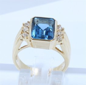 14k Yellow Gold Blue Topaz Ring:6.30 Grams/blue