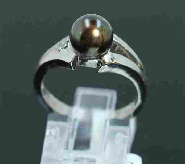 14K W/G PEARL AND DIAMOND RING/3.90 GRAMS/ROUND DIAMOND