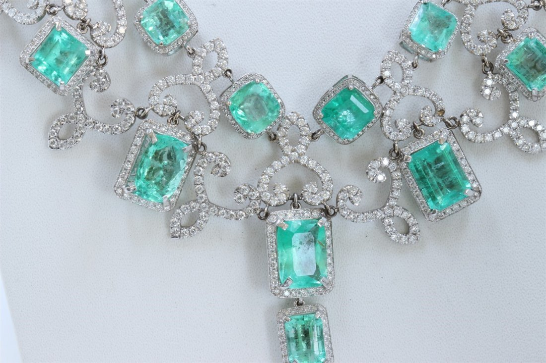 18K WHITE GOLD EMERALD NECKLACE
