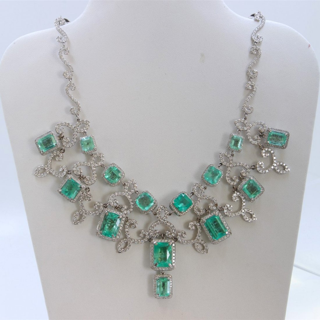18K WHITE GOLD EMERALD NECKLACE - 2