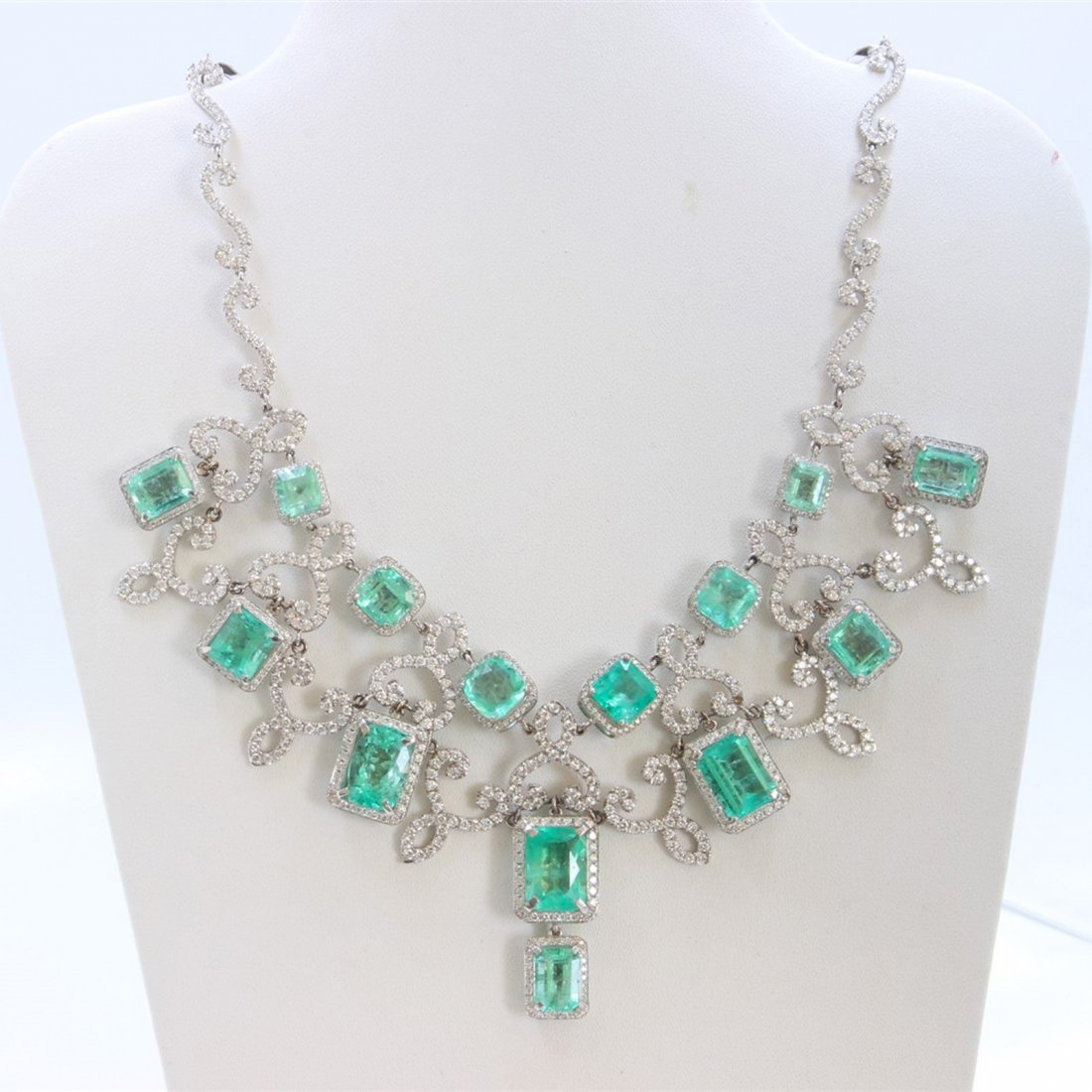 18K WHITE GOLD EMERALD NECKLACE - 3