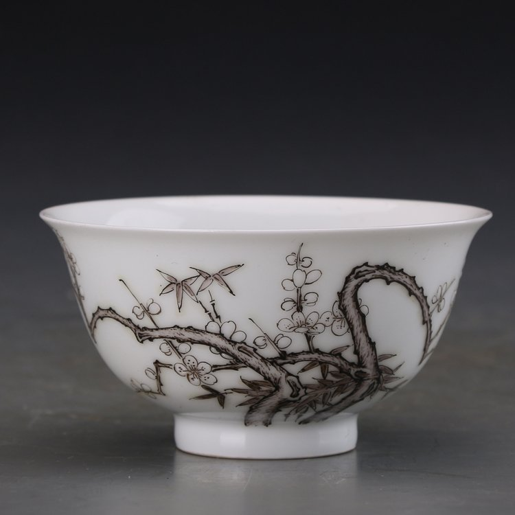 Pair of Chinese Famille Rose Porcelain  bowls - 2