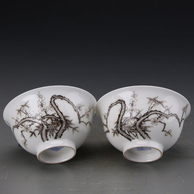 Pair of Chinese Famille Rose Porcelain  bowls - 6