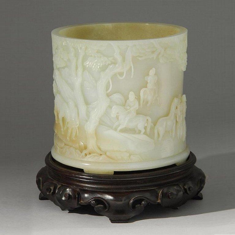 White and tan jade brush pot