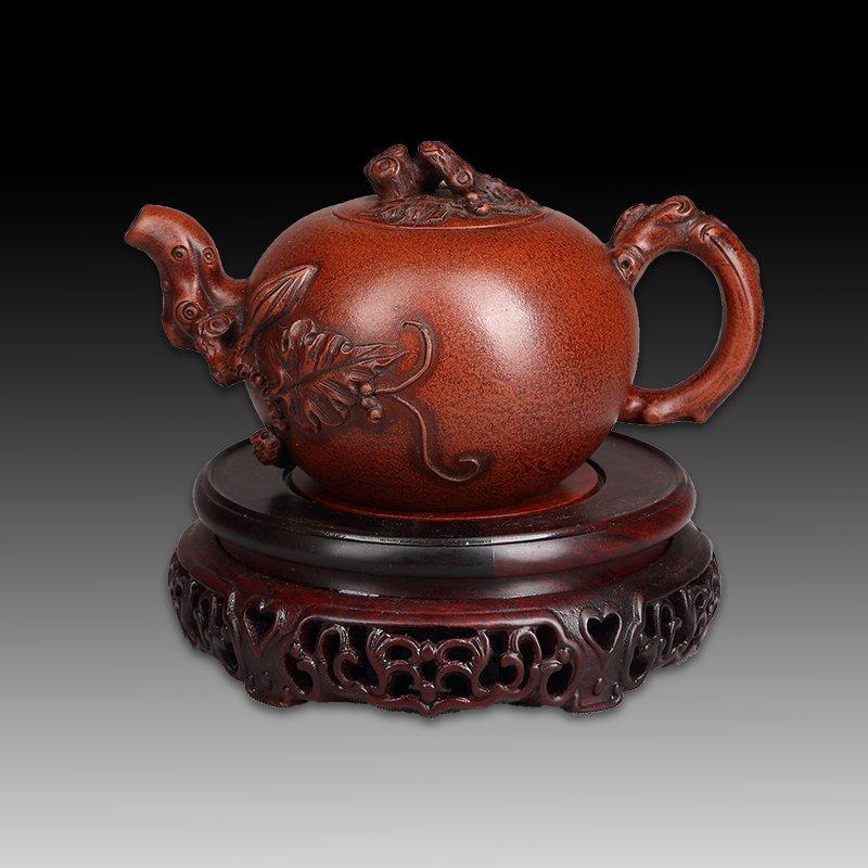 Chinese zisha teapot and cover.(Mark of Wang yinxian).