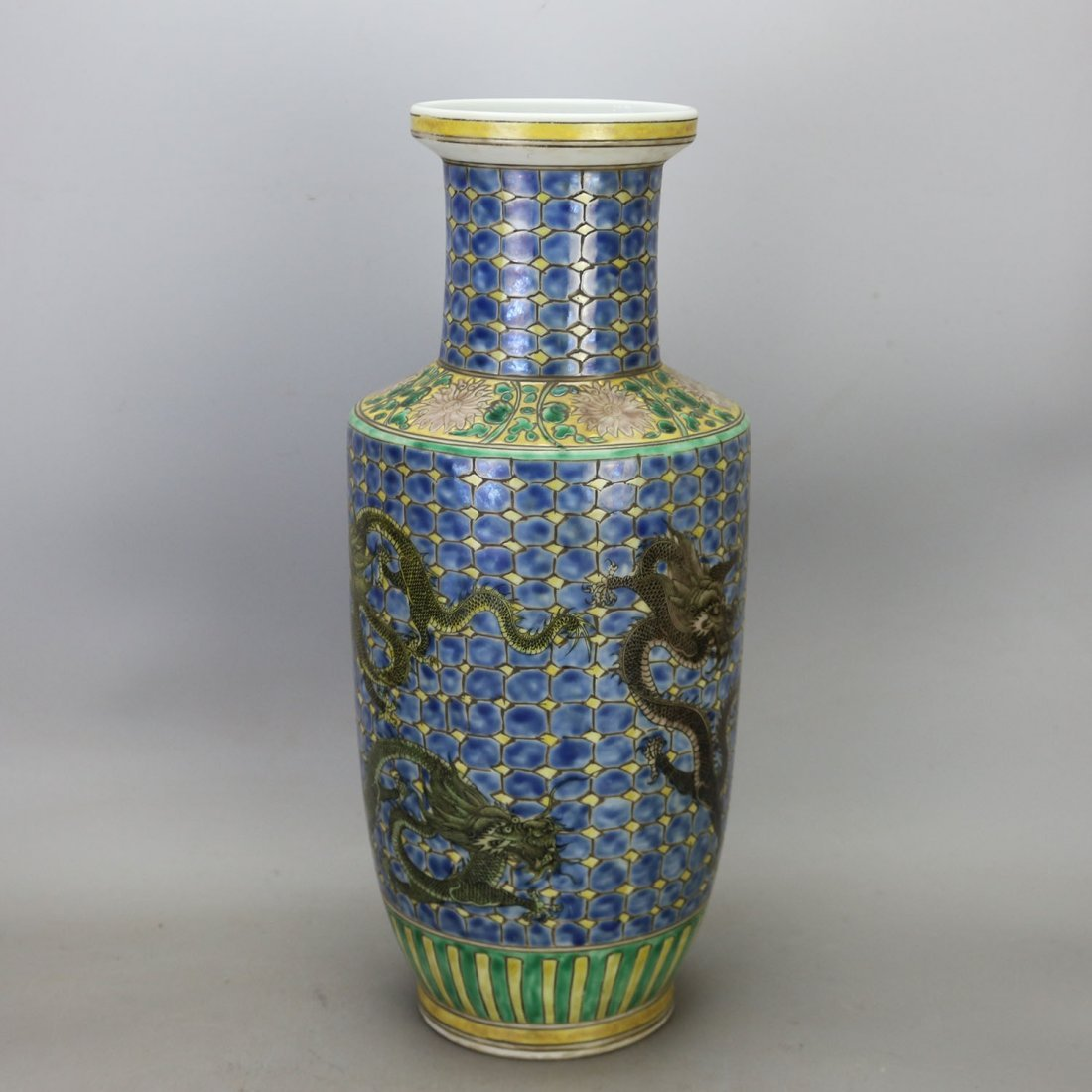 Chinese Qing dynasty Kangxi Three Dragon Porcelain Vase
