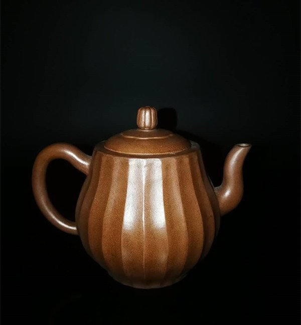 Chinese Yixing Pottery Teapot (Mark of Chen mingyuan)