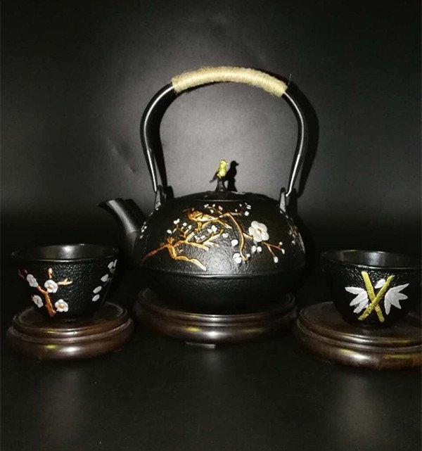 Japanese tetsubin cast iron teapot