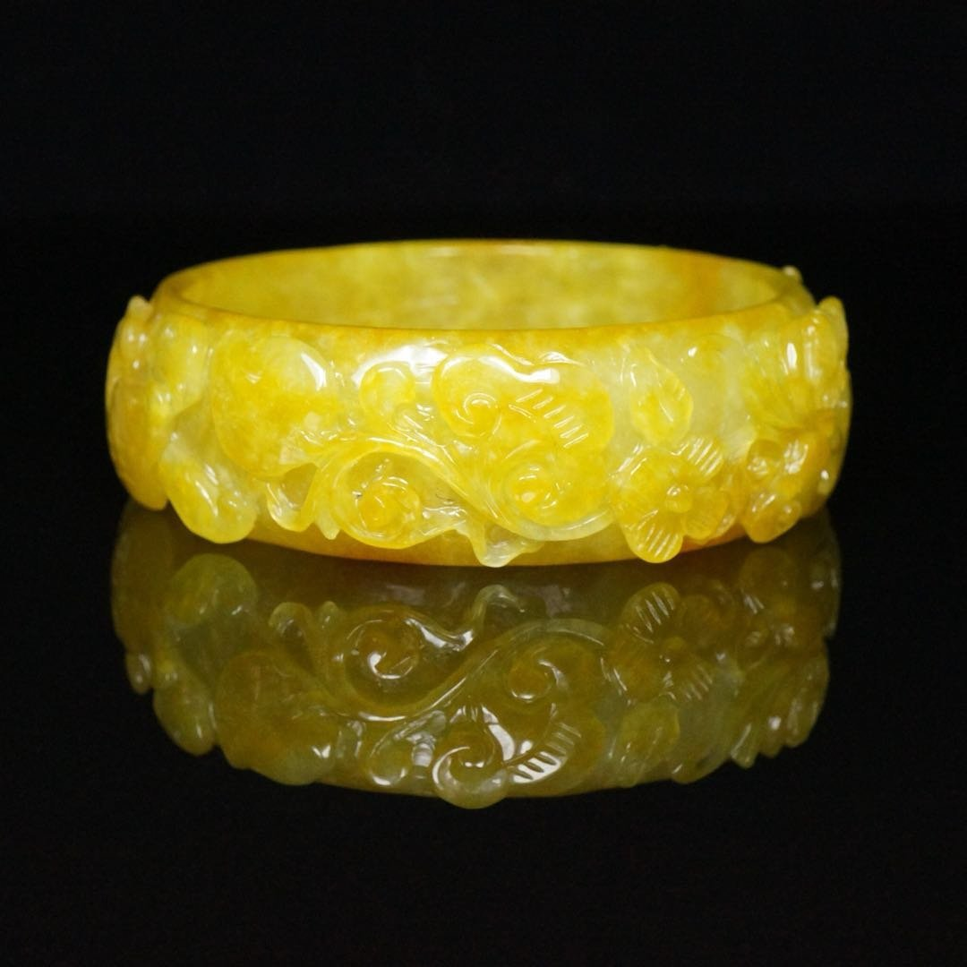 Chinese Qing Dynasty Jade Bracelet