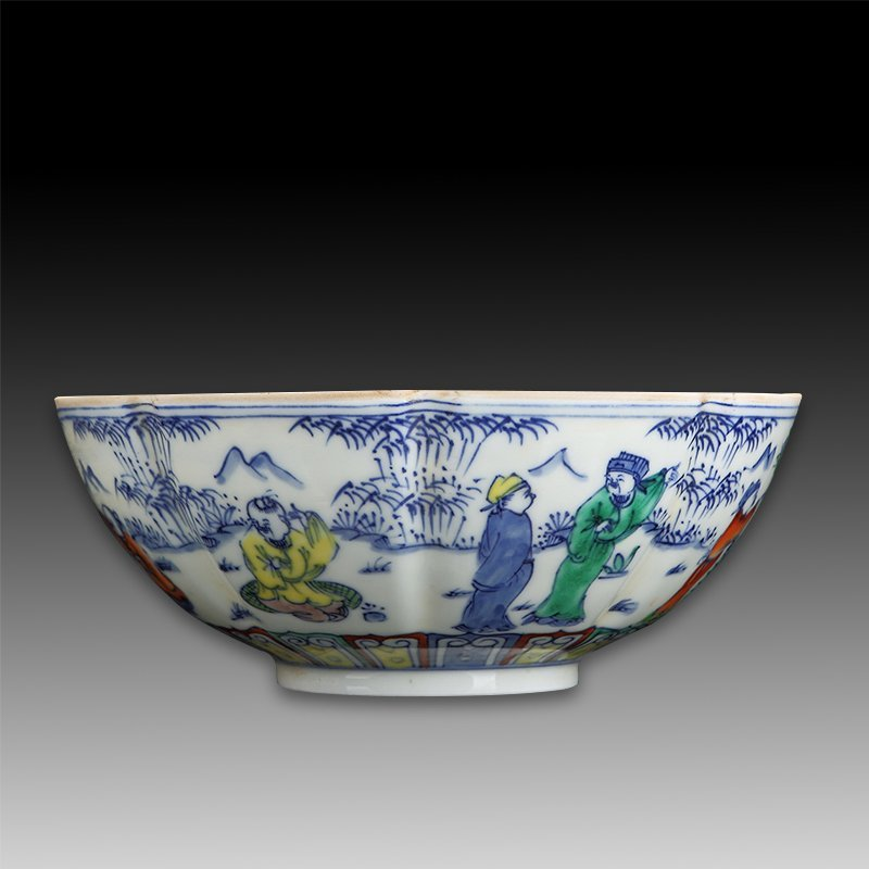 large Antique Chinese Famille Rose Bowl