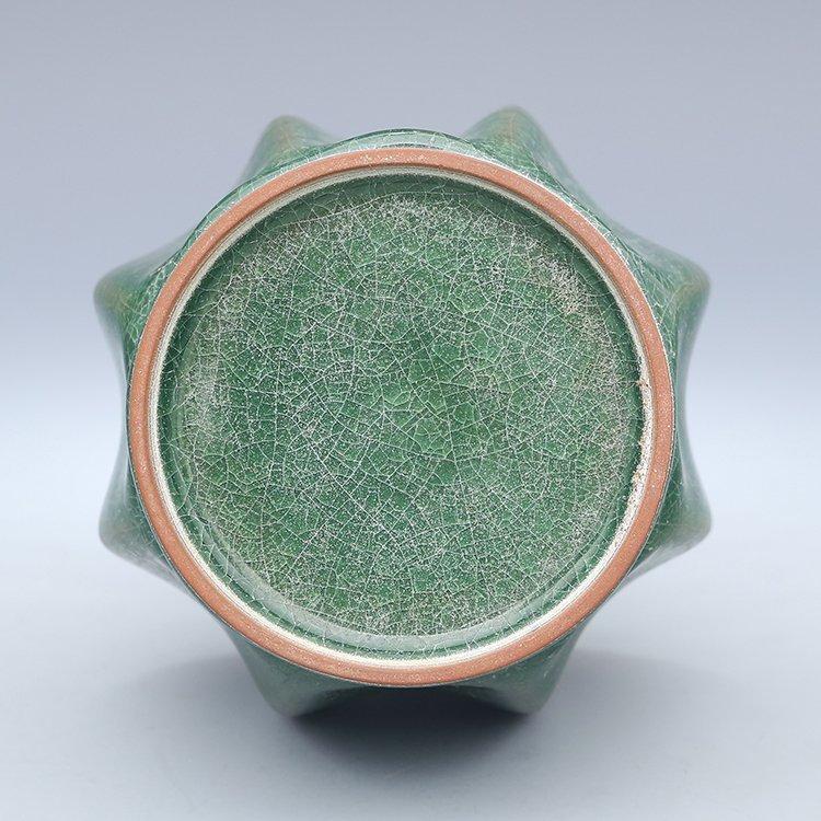 Chinese Guan kiln Green Porcelain Vase - 3