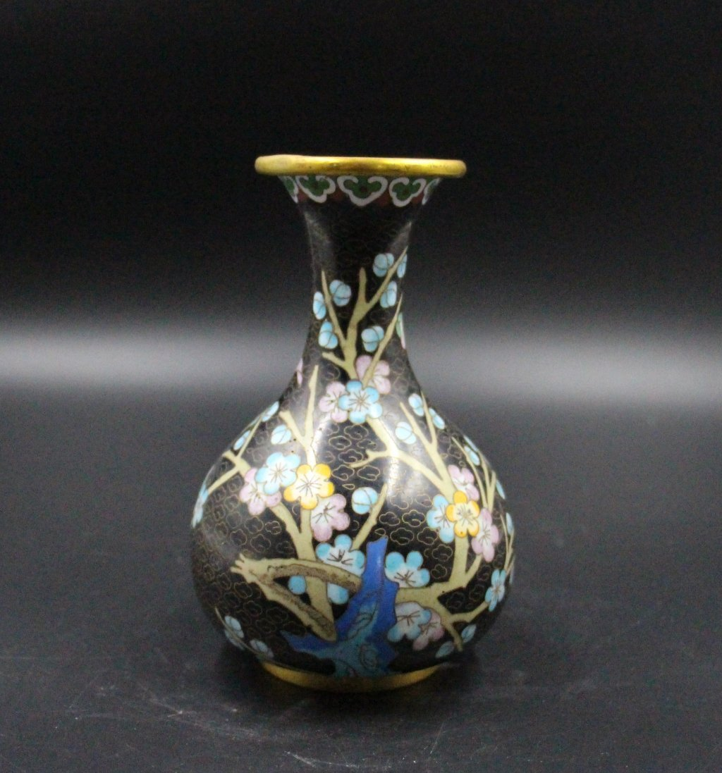 Fine Chinese Qing Dynasty Cloisonne Vase