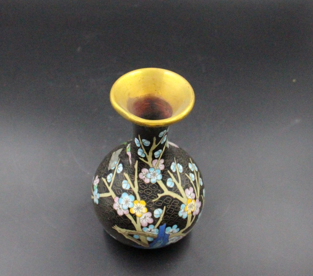 Fine Chinese Qing Dynasty Cloisonne Vase - 4