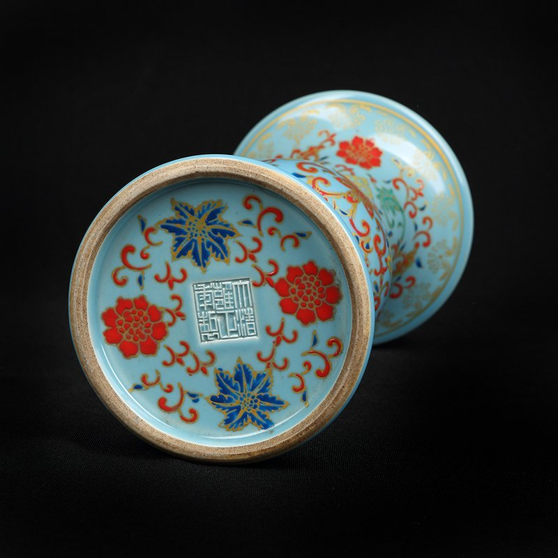 Chinese Colored enamel Porcelain Vase - 3