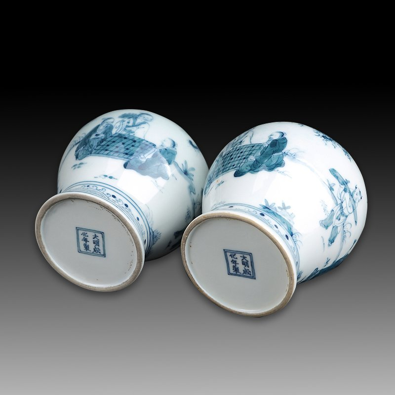 Pair of Chinese blue and white porcelain jars - 3