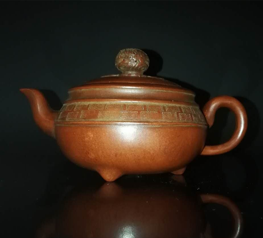 Chinese zisha teapot and cover.(Mark of Gu jingzhou)
