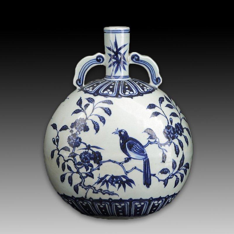 Chinese Blue and White Porcelain Vase Figure - 2