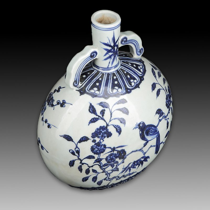 Chinese Blue and White Porcelain Vase Figure - 3