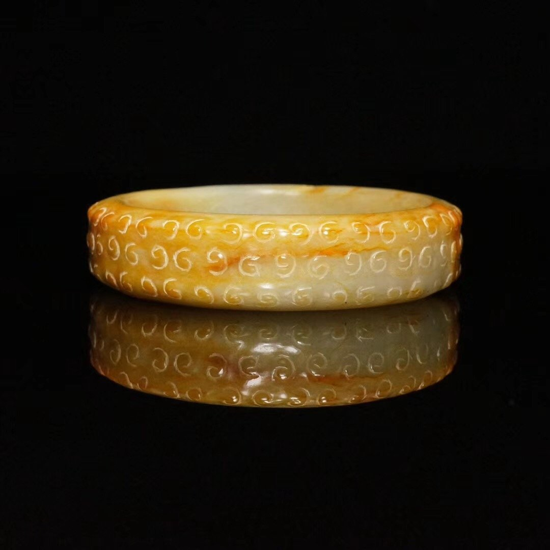 Chinese fine Han Dynasty carved jade bangle