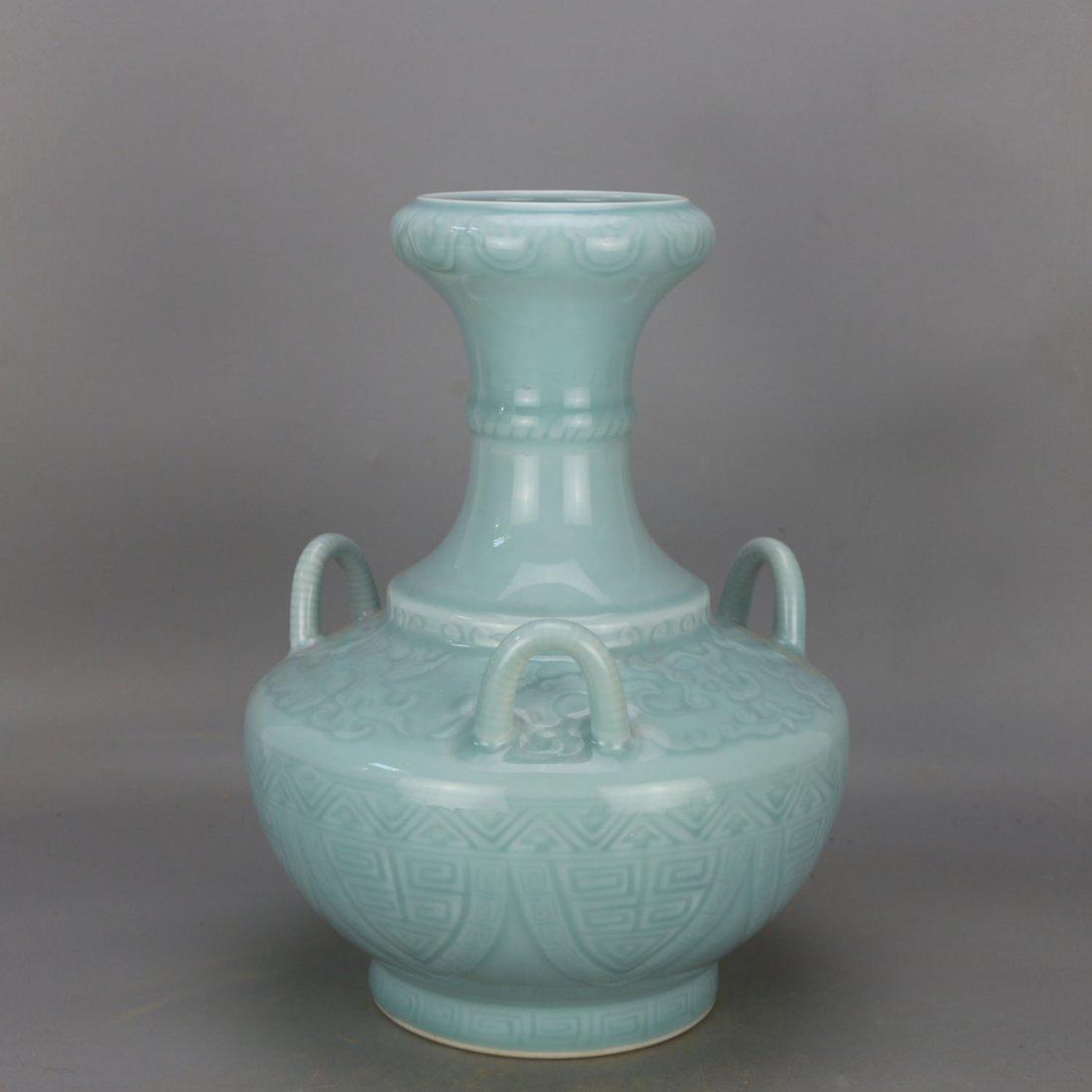 Qing qianlong azure glaze carving string lines three