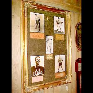 622: Autographed Pictures of Boxing Legends