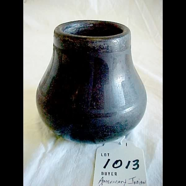 1013: Old American Indian Pottery Vase Black Gourd