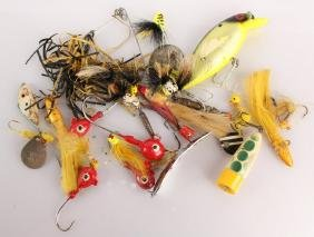 LARGE GROUPING OF FISHING LURES