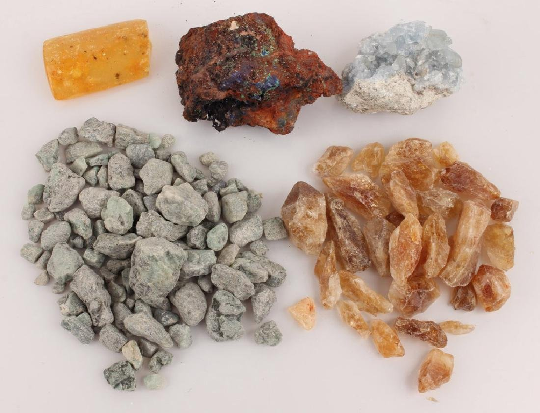 ASSORTED ROUGH GEMSTONES AND CRYSTAL SPECIMENS