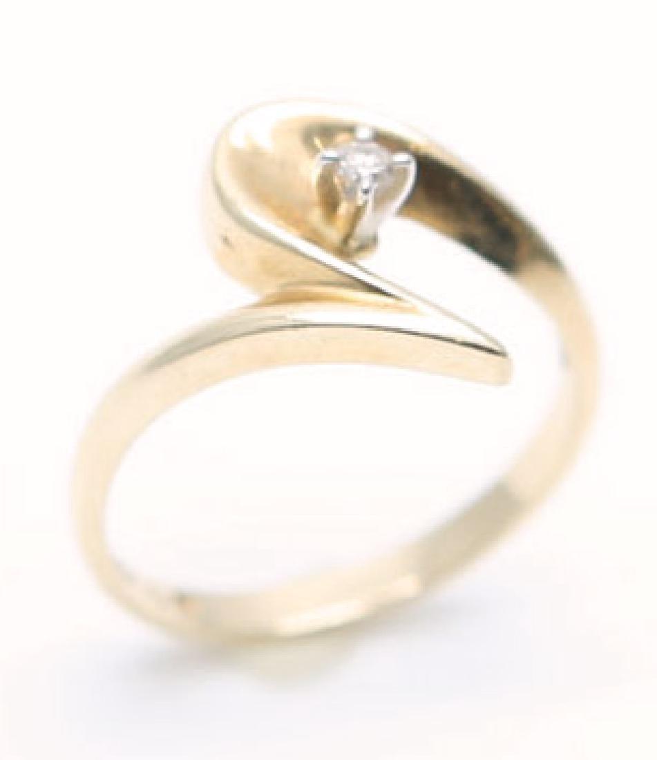 LADIES 10K YELLOW GOLD ROUND DIAMOND RING