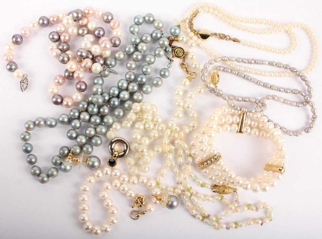 MIXED LOT OF LADIES COSTUME JEWELRY PEARLS